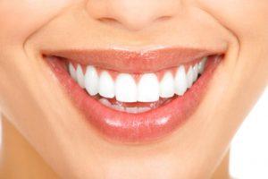 עיבוי שפתיים ללא ניתוח